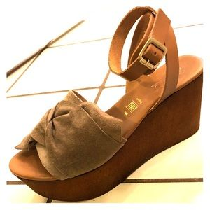 Seychelles Suede Platform Sandals Size 7
